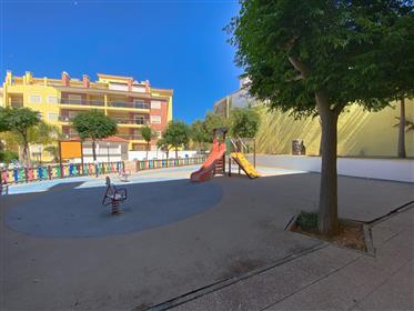 2-Bett-Wohnung mit Garagenparkplatz in geschlossenen Eigentumswohnungen in der Nähe des Zentrums von