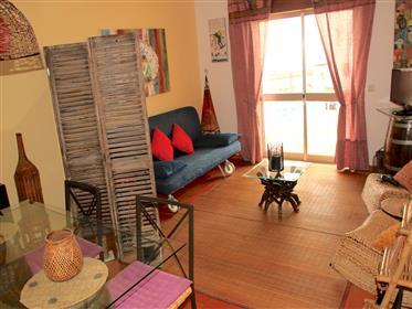 Apartamento T2 com amplo terraço