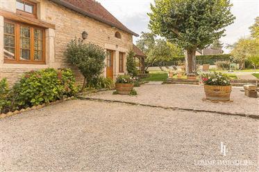 Exclusivity 2021 -Beautiful Burgundian property - 12km from Dijon