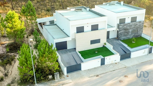 Fantastic detached villa with 3 bedrooms, located in Ourém, just minutes from the city cen...