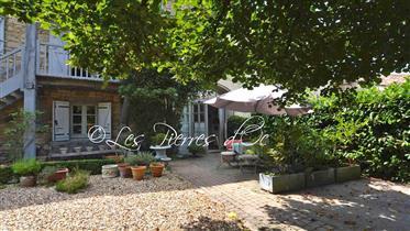 Delicieuse Maison Du Xiii° Siècle Avec Jardin, Dans Authentique Village Du Gers