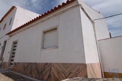 Moradia T3 para venda.  Moradia em banda situada próxima do centro histórico de Borba, j