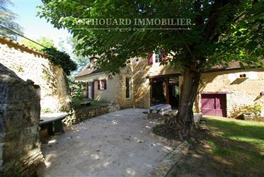 Encantadora casa de piedra, jardín de la década de 19502