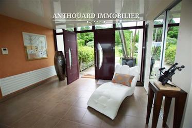 Vivenda: 750 m²