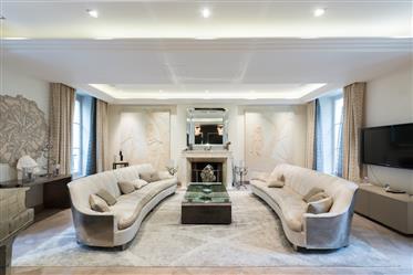 A sumptuous mansion