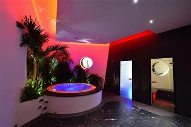 Somptueuse Villa moderne de 700m2 avec piscine.