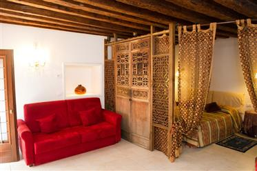 Venice - Charming studio apartment in Dorsoduro district.