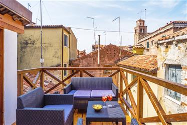 Venice - Castello/Arsenale – charming 2 bedroom apartment with beautiful roof terrace. Ref.181C