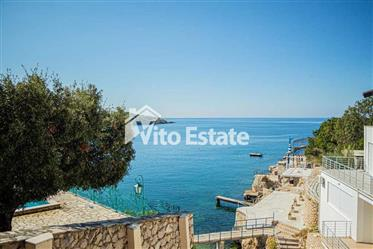 One-Bedroom luxury apartment 73m2 on the first line in Utjeha, Hladna Uvala