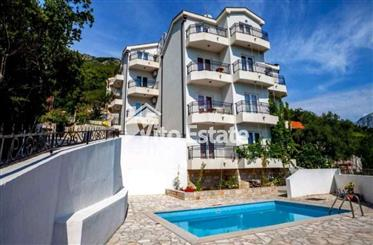 Villa - Mini-hotel 464m2 with sea views and a swimming pool in Kamenari, Herceg Novi
