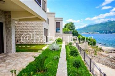 Villa on the very beach with a view of Porto Montenegro