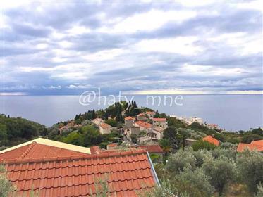 Elite villa with sea views in the picturesque village of Rez...