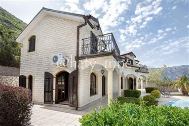 Two villas for a large family, Stoliv, Kotor