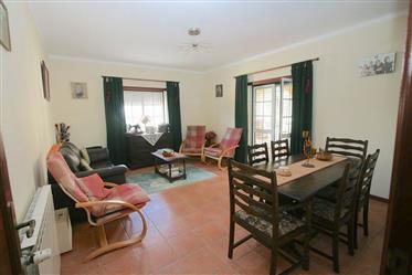 Vivenda: 244 m²