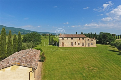 """La Macina"" is a splendid farmhouse located in one of the mo..."
