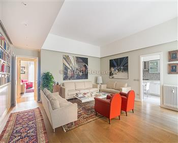 Elegante apartamento ristrutturato con terrazzo, zona Sempione/Citylife