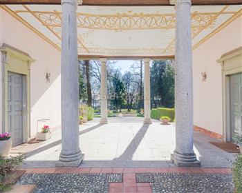 Appartamento in villa d'epoca ristrutturata, con parco privato