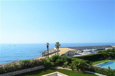 Prestigious luxury villa on the seafront