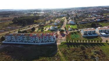 Lote com infraestruturas para construção de moradia