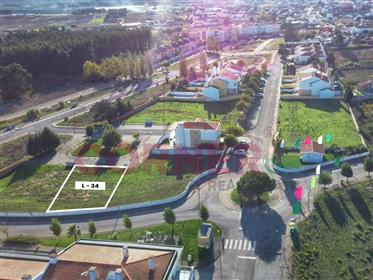Lote com infraestruturas para construção de moradia V4/V5