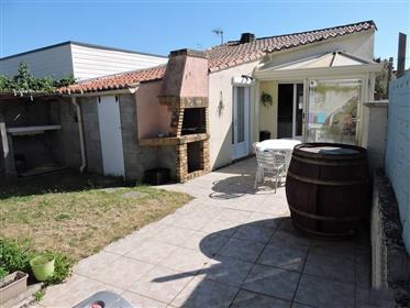 Charmante maison de 68m2 avec jardinet, appentis et cabanon