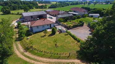 Nice ring fenced farm with modern house
