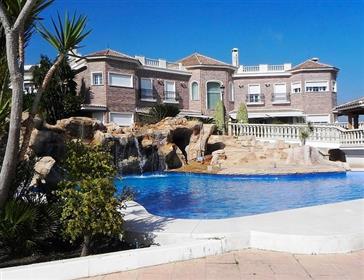 Luxusní vila na prodej. Malaga východ