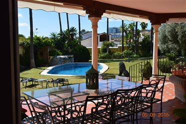 Villa em Puerto Marina Beach