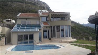Villa d'élite dans le bar au Monténégro