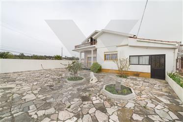 Maison T4+1  à vendre à Coimbrão