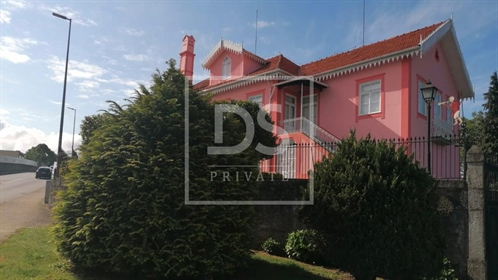 House: 402 m²