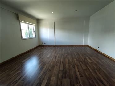 Apartamento T2 C/ Varanda E Arrecadação - Serras Das Minas