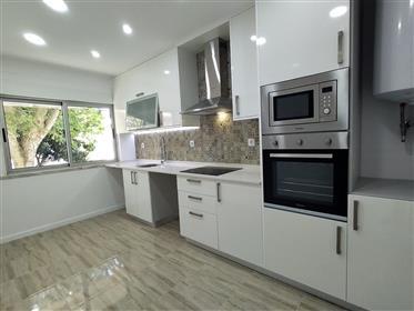 Apartamento de tipologia T3, rés-do-chão alto  - Agualva  Cacem
