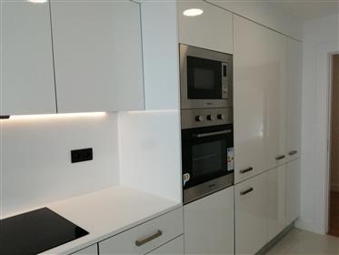 Apartamento T3  com Garagem Box -  Totalmente Renovado - a 15 minutos de Cascais