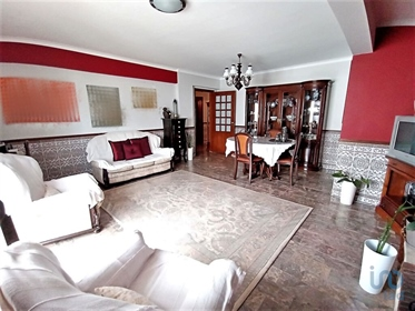 Fantastic 3 bedroom apartment, located in Peniche, close to the university, shops and serv...