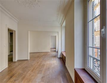 Appartement à rénover de 55m2 situé au 1er étage/ 22 rue de ...