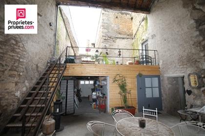 Exclusivite. A deux pas des halles de Niort. Maison de ville...