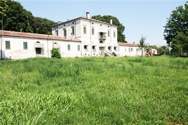Villa Fanny, villa storica nella campagna Lombarda