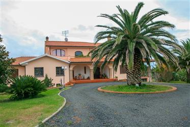 Cecina, villa con piscina nella campagna Toscana