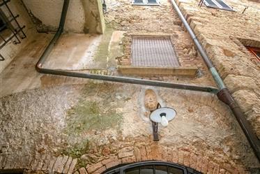 Bilocale su due piani centro storico Bibbona