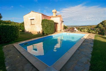 Stintino, villa con giardino e piscina