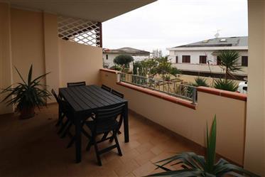 Castelsardo, a due passi dal mare, appartamento con terrazzo e giardino