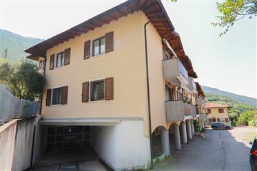 Bolognano, appartamento due camere con garage
