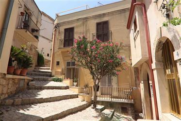 Scicli antica, la casa dell'Oleandro