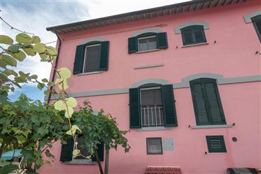 Donoratico, casa cantoniera dal fascino antico