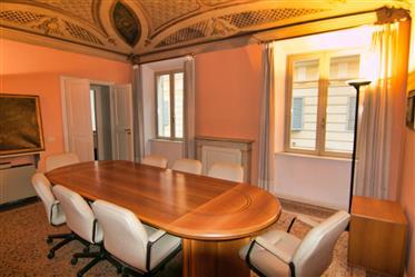 Modena, ufficio/appartamento con grandi spazi