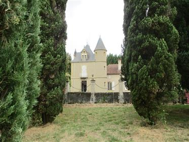 Castle to restore close to Tarbes
