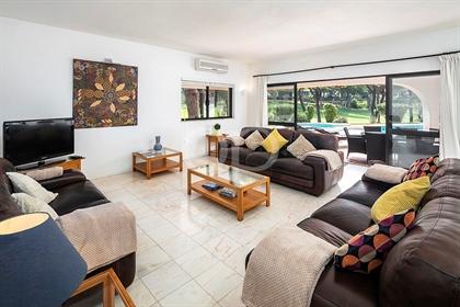 Villa familiar atraente com excelentes vistas