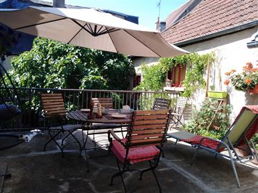 La Châtre Downtown, peacefullness location, big and charming house with two  nice shops, terrace and