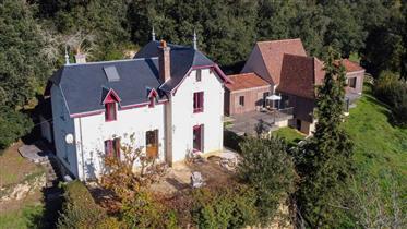 A 8 km au Sud de Sarlat - Vallée de la Dordogne - Ensemble immobilier entièrement restauré